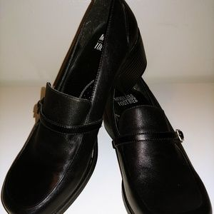 NWOT - Mootsies Tootsies Black Block Heel Shoes